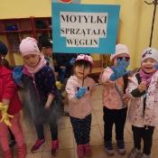 Przedszkolaki sprzątają Węglin_1