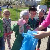 Przedszkolaki sprzątają Węglin_24