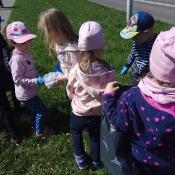 Przedszkolaki sprzątają Węglin_2