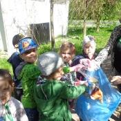 Przedszkolaki sprzątają Węglin_32