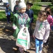 Przedszkolaki sprzątają Węglin_33