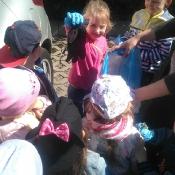 Przedszkolaki sprzątają Węglin_40
