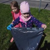 Przedszkolaki sprzątają Węglin_4