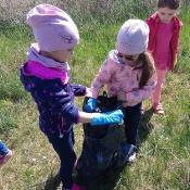Przedszkolaki sprzątają Węglin_7