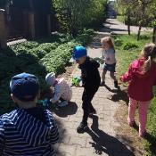 Przedszkolaki sprzątają Węglin_9