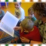 Pszczółki czytają z mamą Kubusia_2