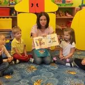 Pszczółki czytają z mamą Oliwki_1