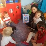 Rybki czytają z mamą Jasia_1