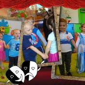 Teatralne zabawy Motylków_10