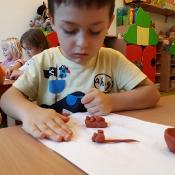 Zabawy Biedronek z piaskiem i gliną_18