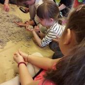Zabawy Biedronek z piaskiem i gliną_7