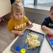 Czy spaghetti musi być z sosem pomidorowym?