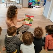 Misie czytają z mamą Olusia
