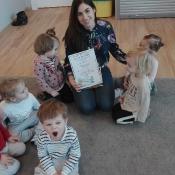 Skrzaty czytają z Panią Urszulą Bury
