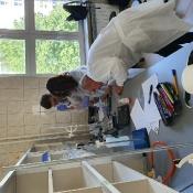 Młodzi chemicy z klas drugich na UP